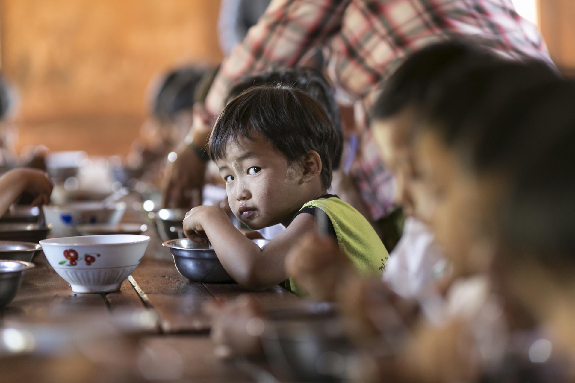 795 milioni di persone, soprattutto bambini, non hanno cibo a sufficienza. Nonostante i progressi degli ultimi 15 anni, la strada della lotta alla fame nel mondo è ancora lunga.