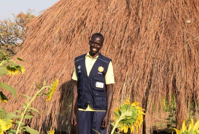 Oyet Martin è un profugo sud sudanese in Uganda, che ora lavora come operatore per Cesvi nel campo di Palabek.